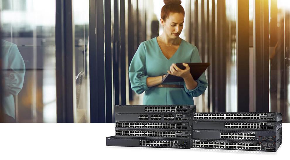 Visuel switches et solutions Wi-Fi Dell EMC permettant à une dame de se connecter n'importe où